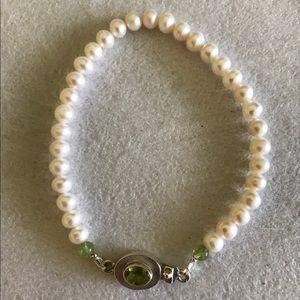 Jewelry - Handmade Fresh water pearls peridot in silver